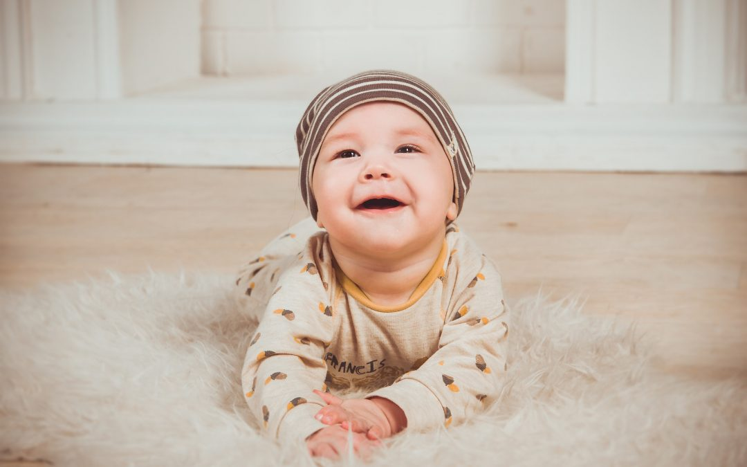 10 REASONS WHY YOUR BABY NEEDS TUMMY TIME (EVEN IF HE HATES IT!)